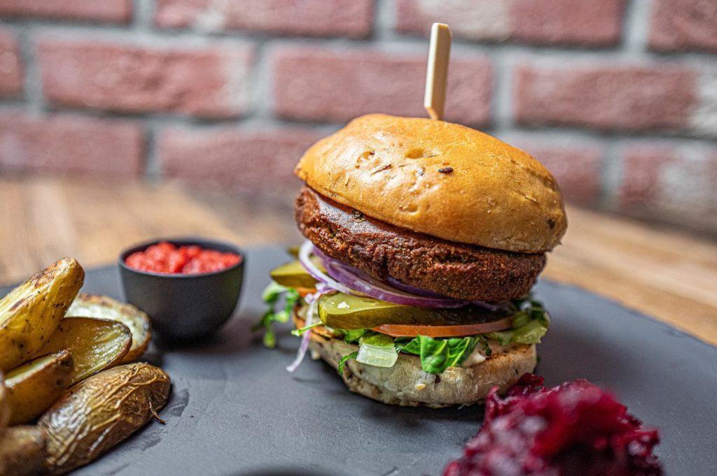 spojka-karlin-falafel-burger